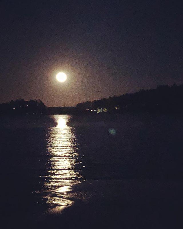 Strandvägen - #djursholm #danderyd #moon #night #dark #water #måne #kväll #värtan