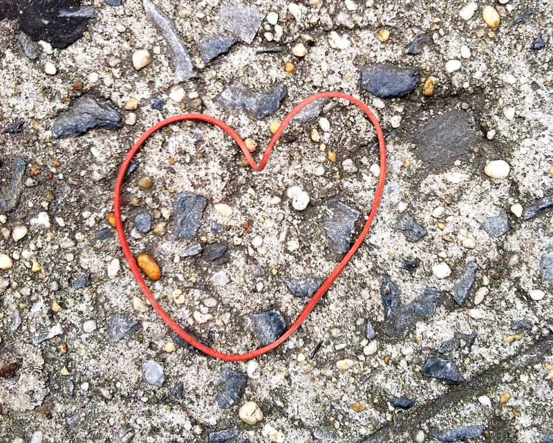 red_rubberband_heart.jpg