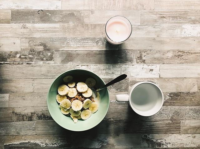 bananas on müesli.  breakfast of champs. ⠀⠀⠀⠀⠀⠀⠀⠀⠀⠀⠀⠀ ⠀⠀⠀⠀⠀⠀⠀⠀⠀⠀⠀⠀ #vscox  #iphonex  #amsterdam