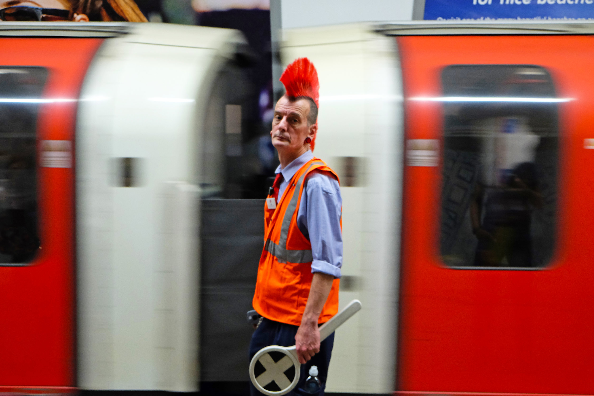 Mohican tube announcer