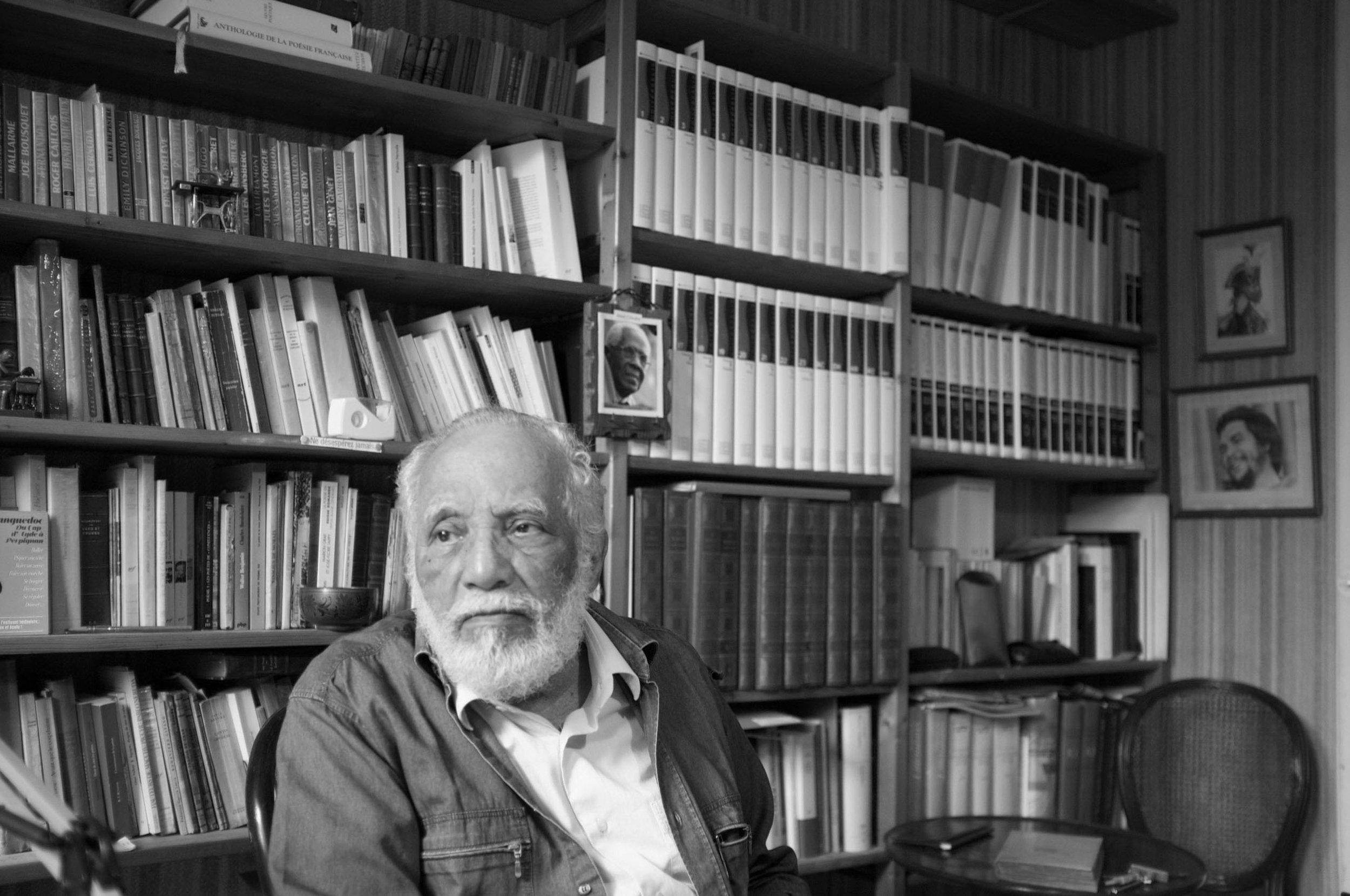 René Depestre dans son bureau, mai 2016