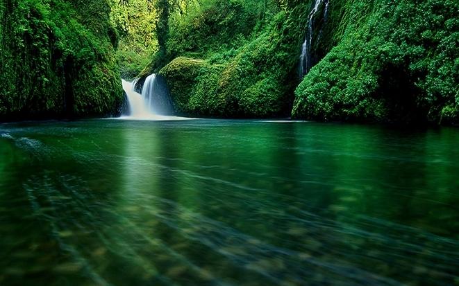leina_waterfall.jpg