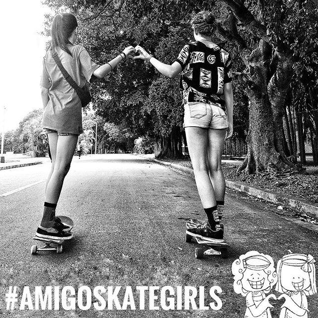 #amigoskategirls @the_wild_queen y @gretel.guzman.37 patinando las calles de La Habana, regalando amor y buenas vibras🧚🏼♂️🧚🏼♀️ #amigoskatecuba