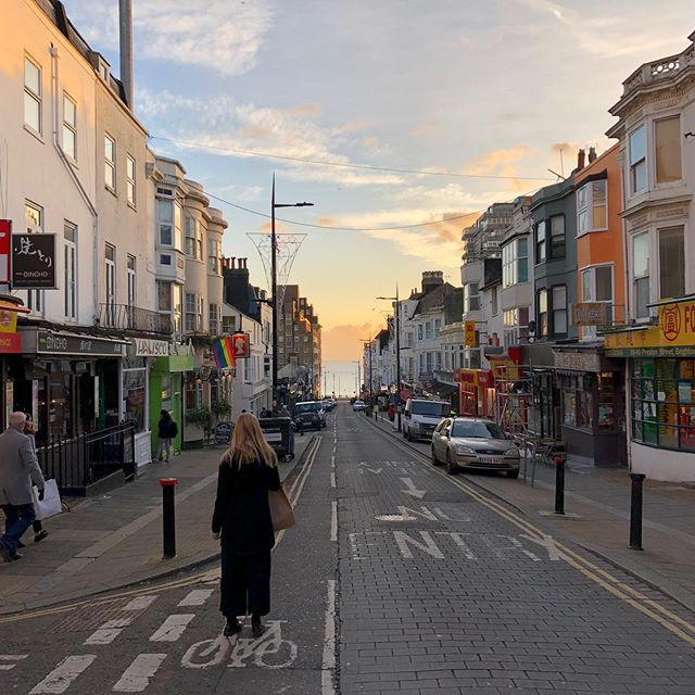 🏳️‍🌈Brighton, England🏳️‍🌈 November, 2017 Visiting Brighton with my family to see my sister @ida_emilieh who lives there. Gin tastings, afternoon tea and girls wearing crop tops in the winter cold. Pretty much describes my impression of vibrant, colorful Brighton.  #brighton #england
