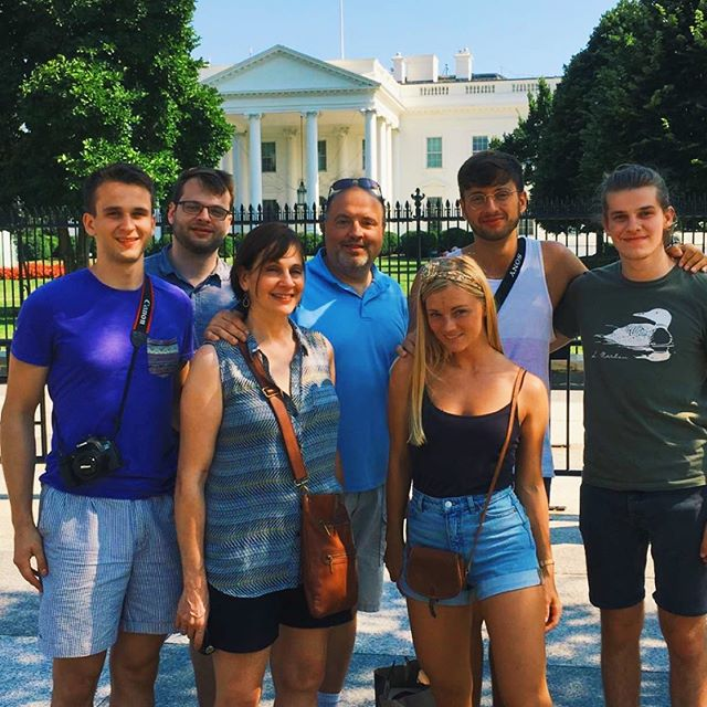 🏛Washington D.C., USA🏛 July, 2018 Summer with our American family, visiting Aaron in D.C. and staying in the romantic little town called Frederick, Maryland. . . . . . . . 📸 @gnargrimeslop @tamarahhansen #travelblogs #travelcouples #traveldames #travelgirl #travelescape #travelmoreworryless #longdistancerelationships #wonderlust #wanderlust #travelbloggers #travelblogger #travelfun #travelphotography #bestoftravel #travelcouplelife #travelcouplegoals #couplestravel #travelcouple #travelportrait #wanderlost  #washington #washingtondc #whitehouse #familyvacation #frederick #maryland #travelusa #cleveland #ohio