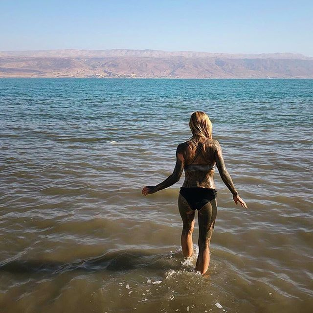 🏊🏻♂️Dead Sea, Israel🏊🏻♀️ January, 2019  Here's the dead sea where we witnessed a man almost drown in knee-high water. He couldn't get himself turned back around in the water due to all the salt and I guess he went into some sort of shock. People standing right next to him just stared at him flopping around in awe before someone finally realized he was actually unable to stand back up/get his head out of the water. One of the strangest things I've ever seen. Luckily he was OK after drinking a liter of milk. . . . . . . 📸 @gnargrimeslop @tamarahhansen #travelblogs #travelcouples #traveldames #travelgirl #travelescape #travelmoreworryless #longdistancerelationships #wonderlust #wanderlust #travelbloggers #travelblogger #travelfun #travelphotography #bestoftravel #travelcouplelife #travelcouplegoals #couplestravel #travelcouple #travelportrait #wanderlost  #beach #ocean #deadsea #jordan #israel