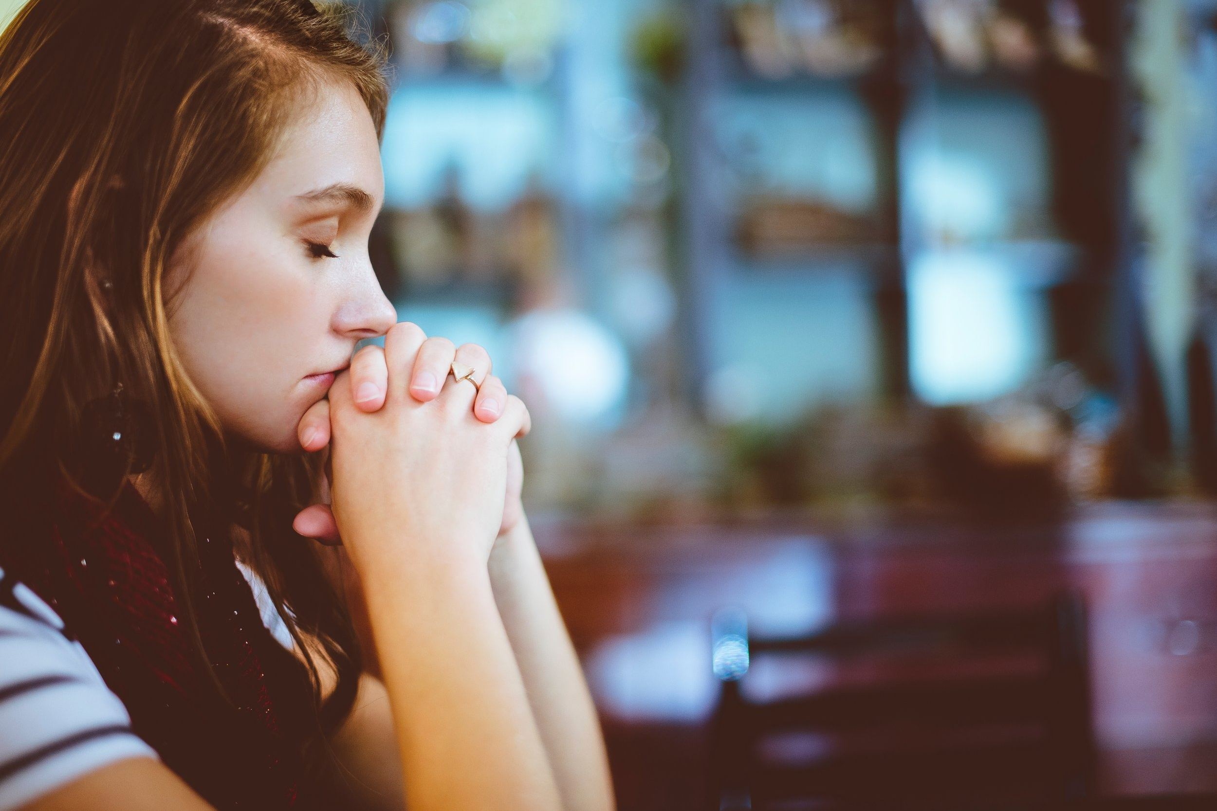 girl-praying.jpg