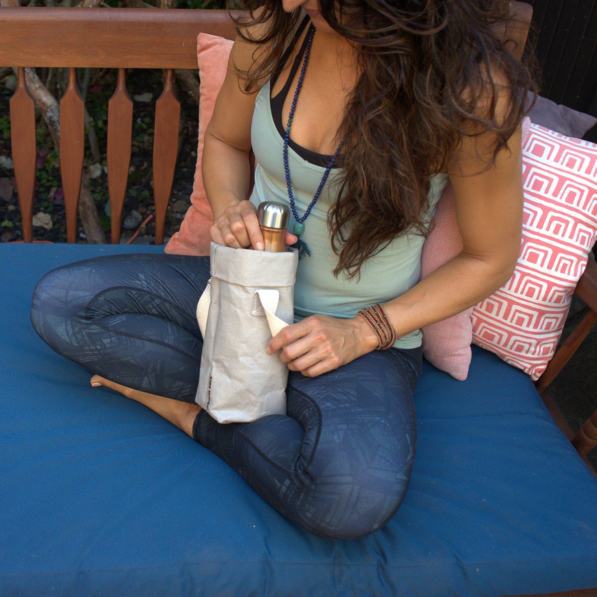 Urbana_Sacs_Handcrafted_Washable_Paper_Water_Wine_Carry_Bags_600x@2x.jpg