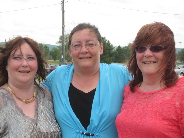 Sisters Dawn, Autumn, and Lynn in 2014