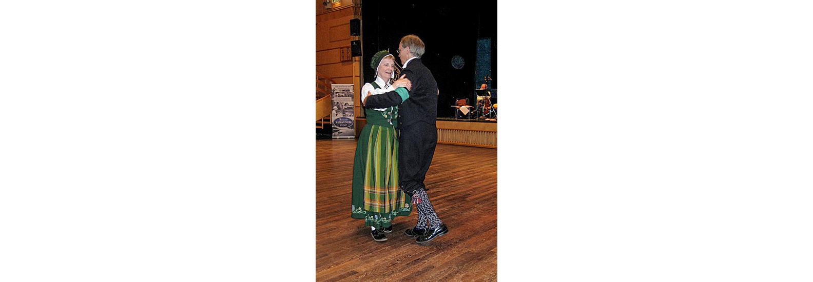 Uppdansning Diplom: Östersund, Sweden - August 2010 - Linda & Ross