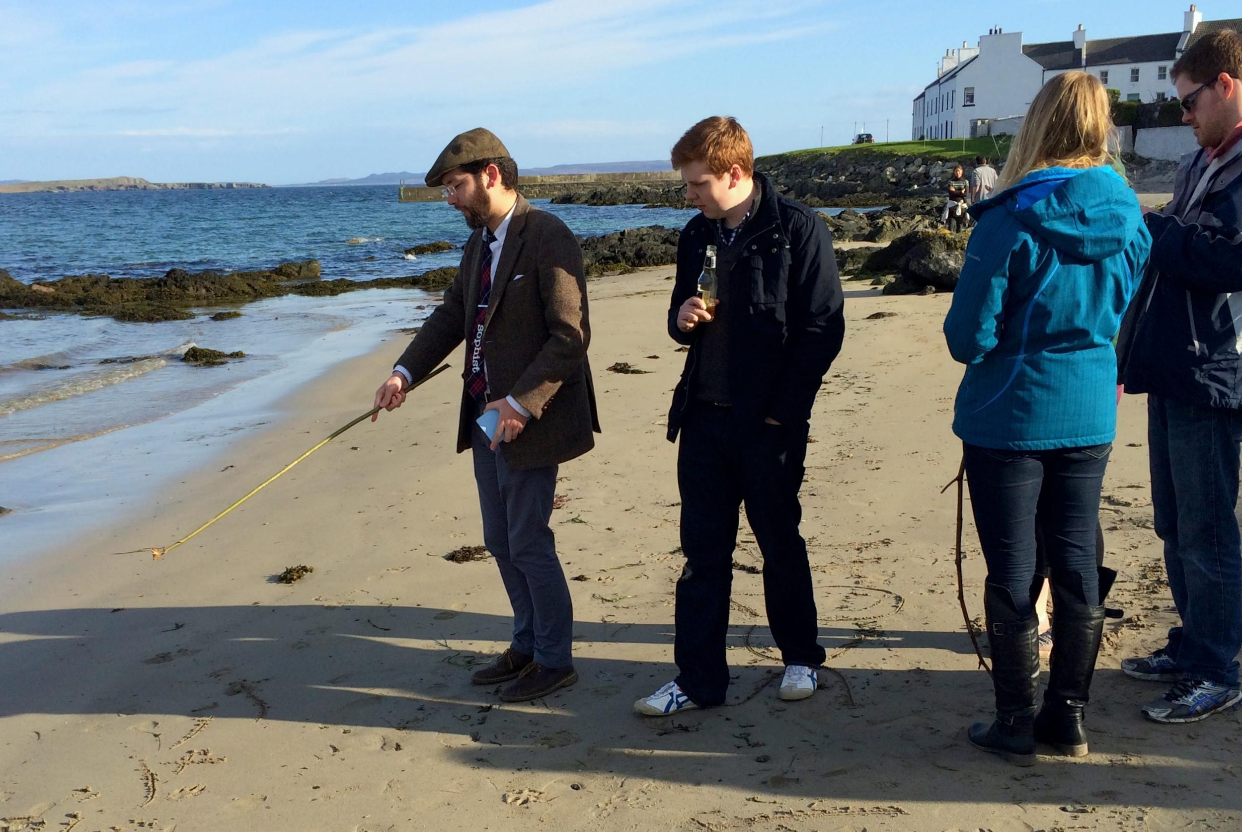 A shabby pedagogue on the beach in Port Charlotte, Scotland. (Photo: Mariana Vieira)