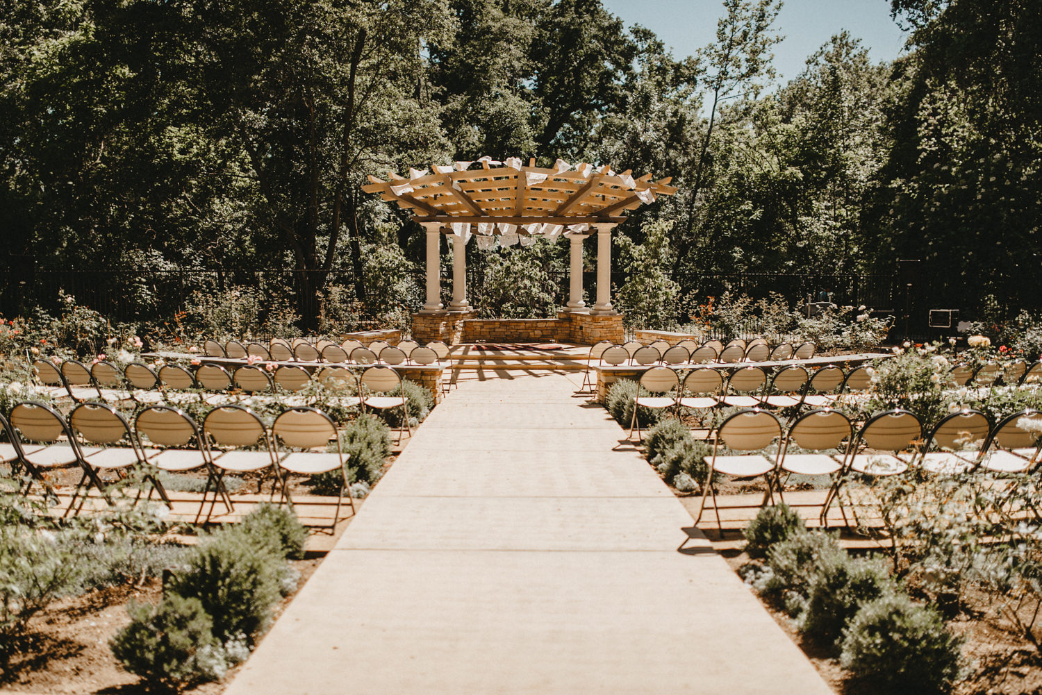wide shot of the Creekside Rose Garden in Chico California