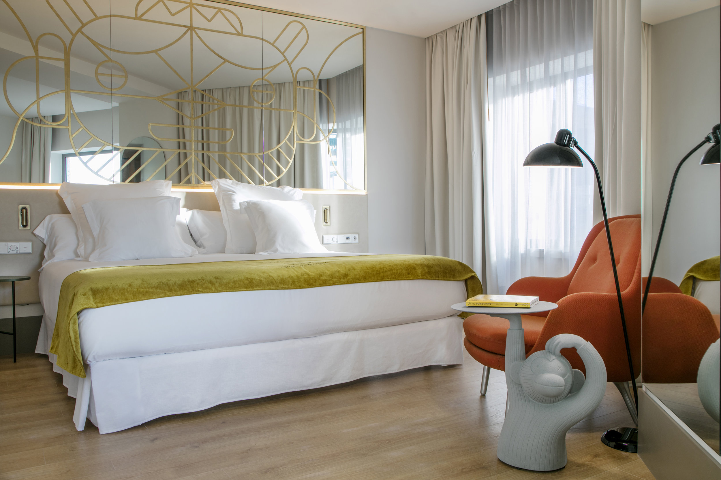 Standard Room: Face Mirror special piece by Jaime Hayon for Hotel Barceló Torre de Madrid. Fri armchair and Kaiser Idell oor lamp by Fritz Hansen, Monkey Table by BD Barcelona