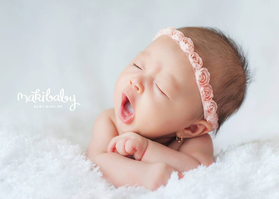 Chụp ảnh cho trẻ sơ sinh. Ảnh: MAKI Baby
