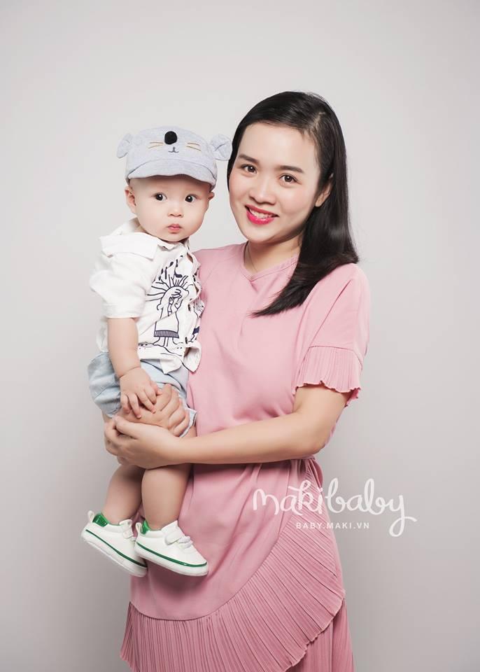 Chụp ảnh cho mẹ và bé. Ảnh: MAKI Baby