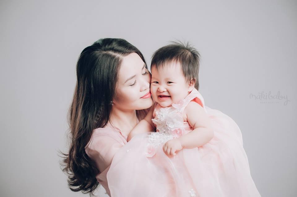 Chụp hình mẹ và bé đáng yêu, Ảnh: MAKI Baby