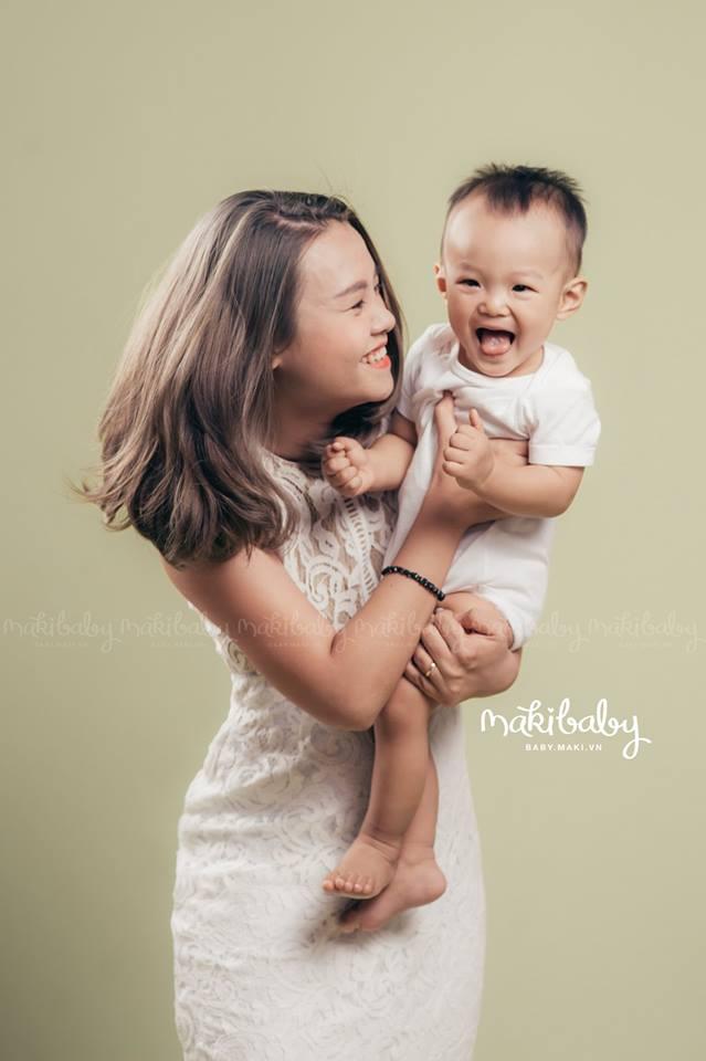 Chụp ảnh mẹ và bé. Ảnh: MAKI Baby.
