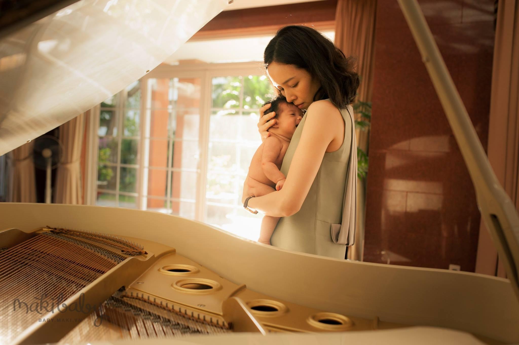 Chụp ảnh mẹ và bé. Ảnh: MAKI Baby