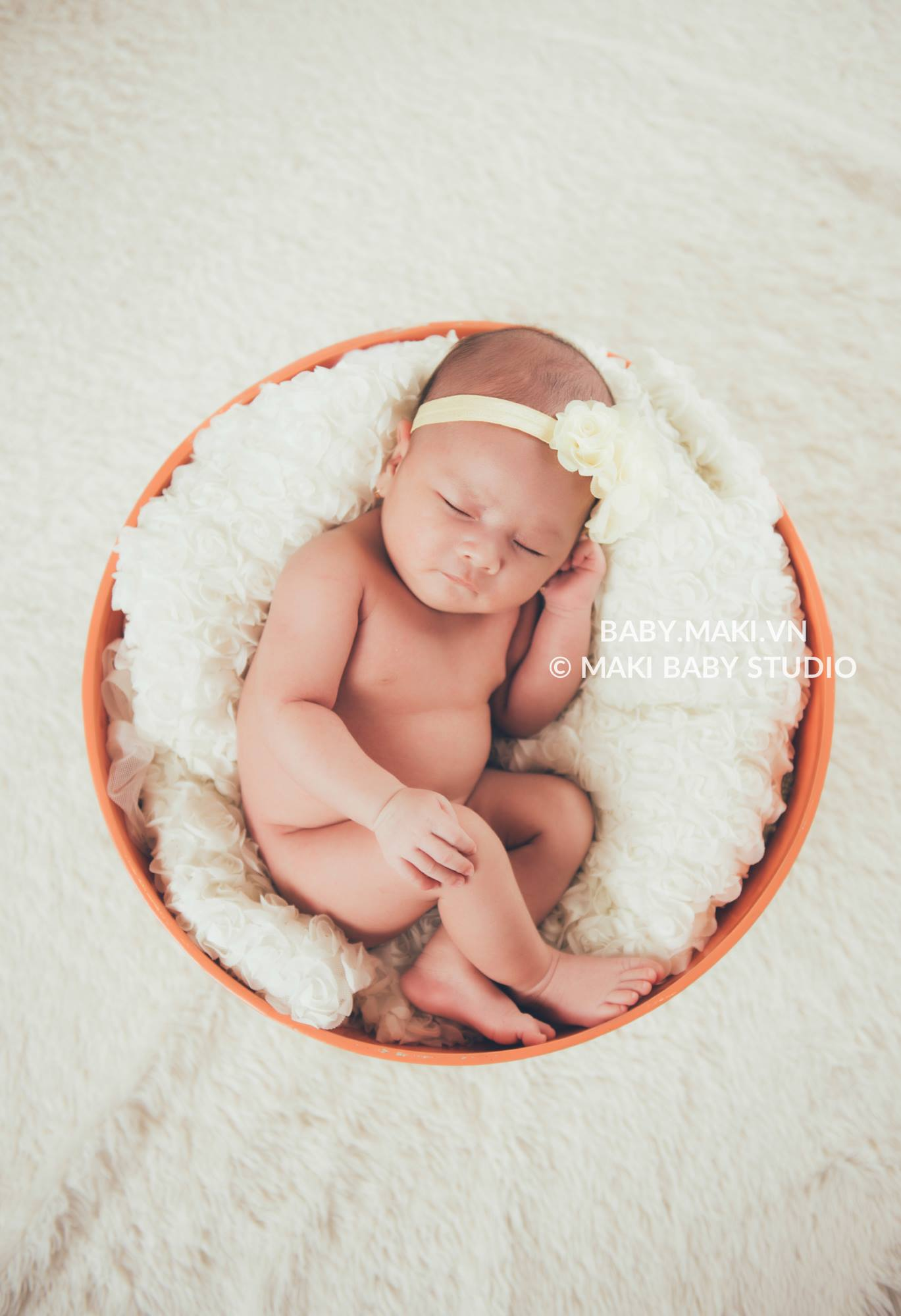 Chụp ảnh cho trẻ sơ sinh tại nhà. Ảnh: MAKI Baby