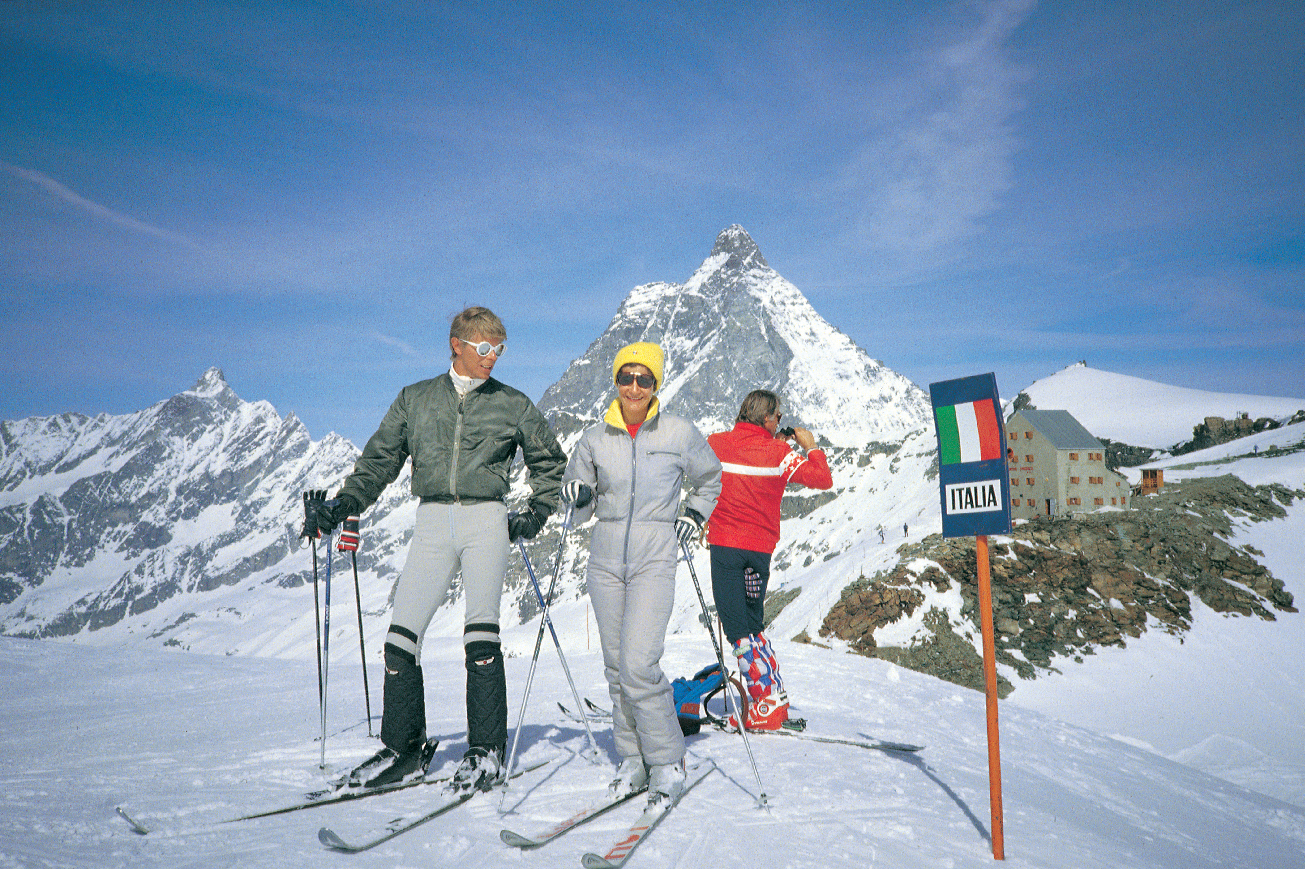 ©-1990-Claude-Nobs-Archives---David Bowie skiing 2.jpg