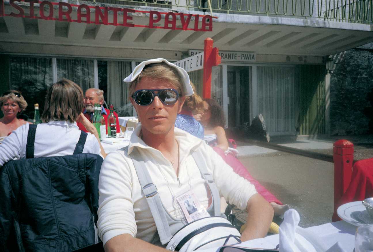 ©-1990-Claude-Nobs-Archives---David Bowie after ski 1.jpg