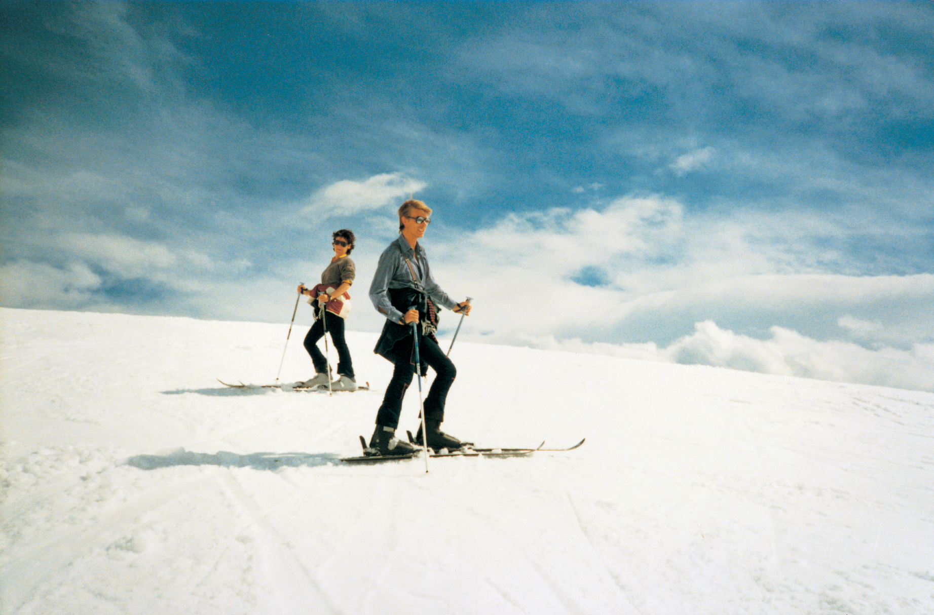 ©-1990-Claude-Nobs-Archives---David Bowie skiing 1.jpg
