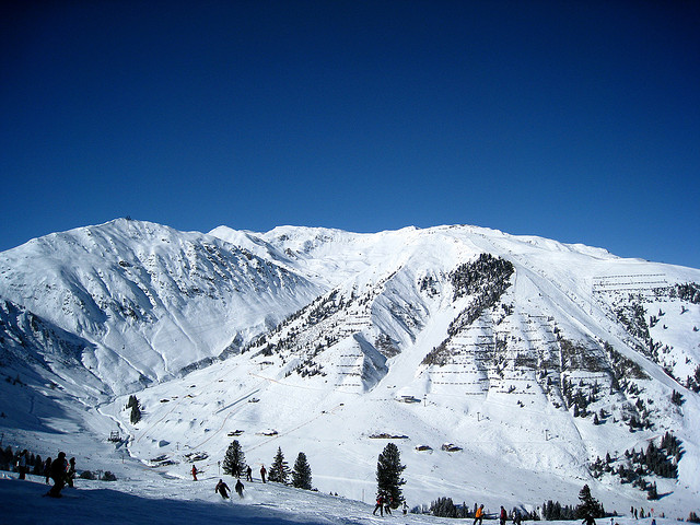 Skiing Valley