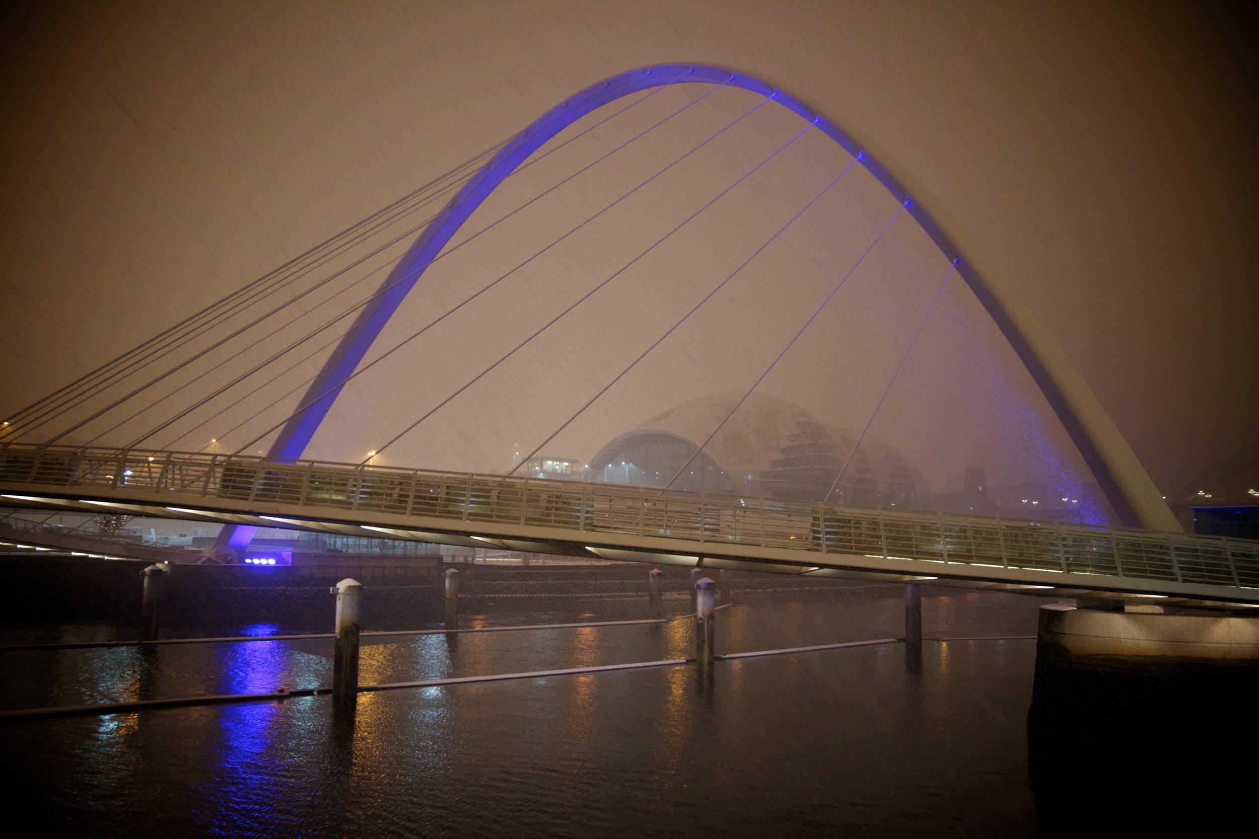 gateshead millennium bridge.jpg