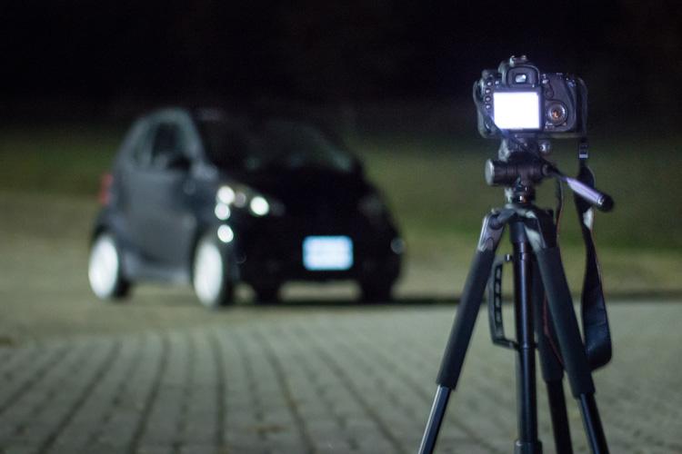 За лаштунками.На картинку впливає легке освітлення від ліхтаря зліва, але з налаштуваннями камери його вплив можна зменшити