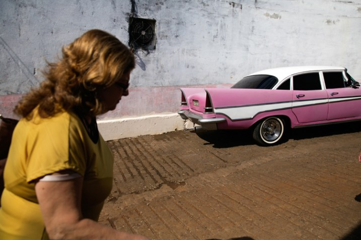 Той день на вулицях Гавани був дуже спекотним. Тому я використав жорстке світло для підсилення цього відчуття