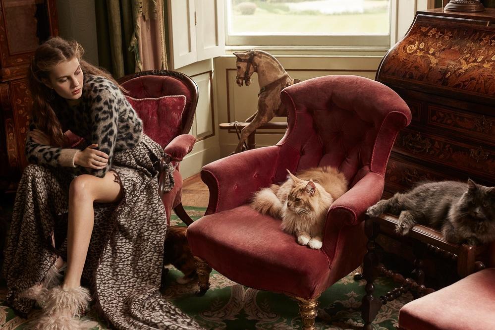 Harpers-Bazaar-UK-Septamber-2018-Florence-Kosky-Agata-Pospieszynska-1.jpg
