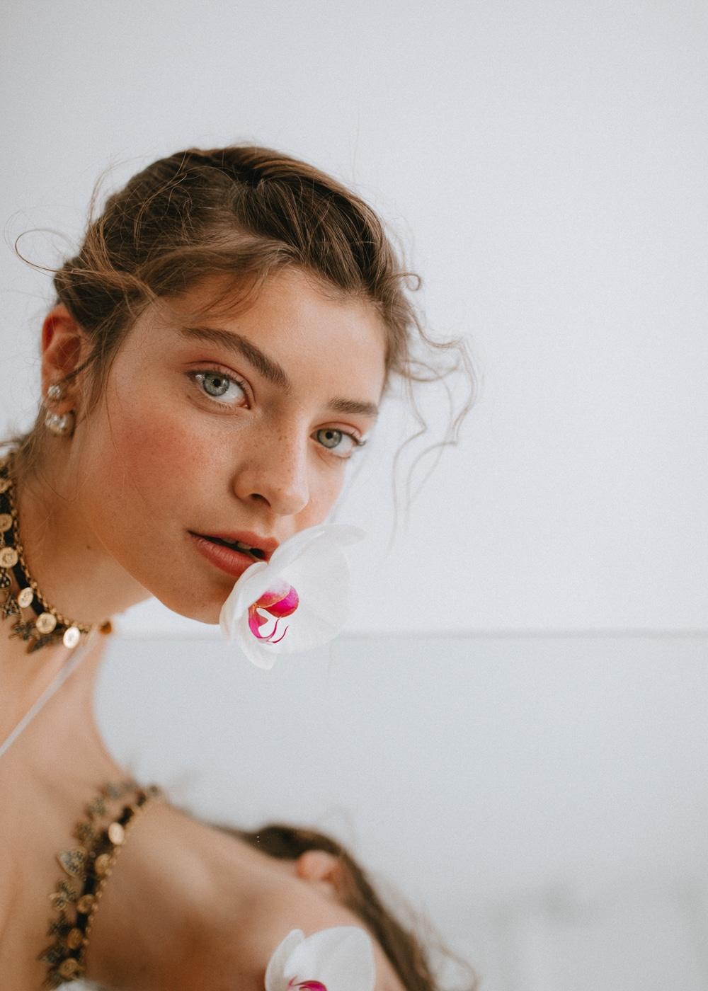 Glamour-Mexico-September-2018-Melina-Martin-Kapturing-1.jpg