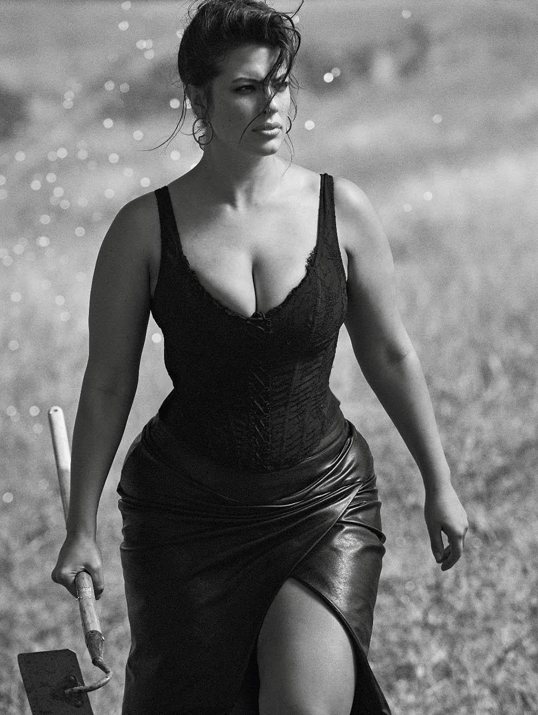 Ashley-Graham-by-Lachlan-Bailey-for-Vogue-Paris-November-2018-1.jpg