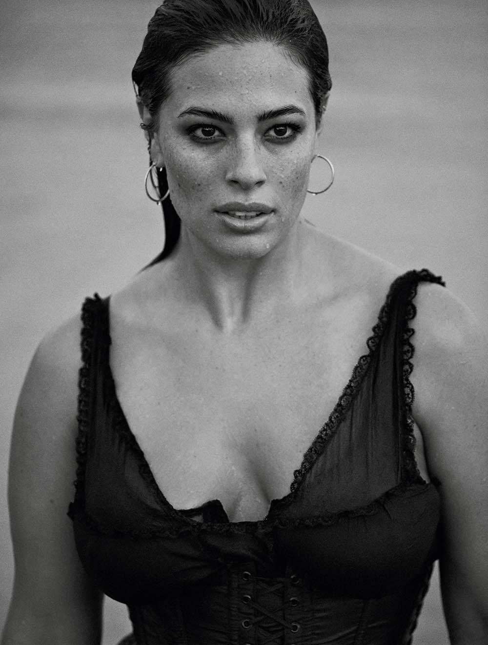 Ashley-Graham-by-Lachlan-Bailey-for-Vogue-Paris-November-2018-5.jpg
