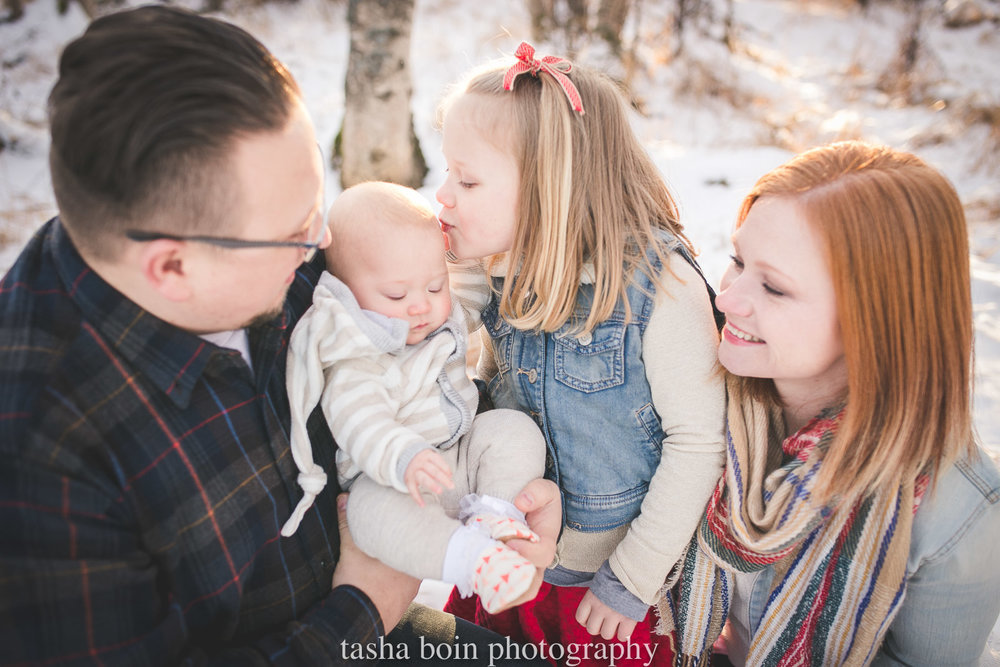 outdoor-family-portrait-in-the-snow-by-Tasha-Boin.jpg