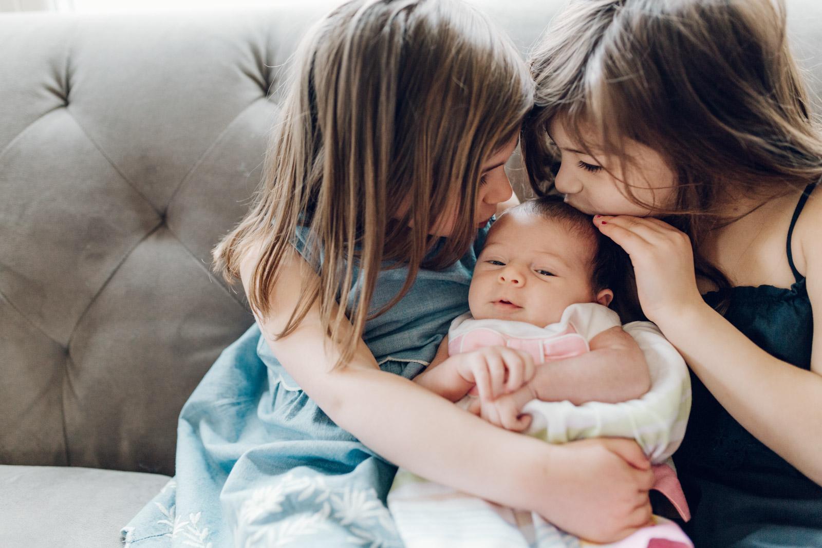 lifestyle-newborn-photography-session-laura-barr-14.jpg
