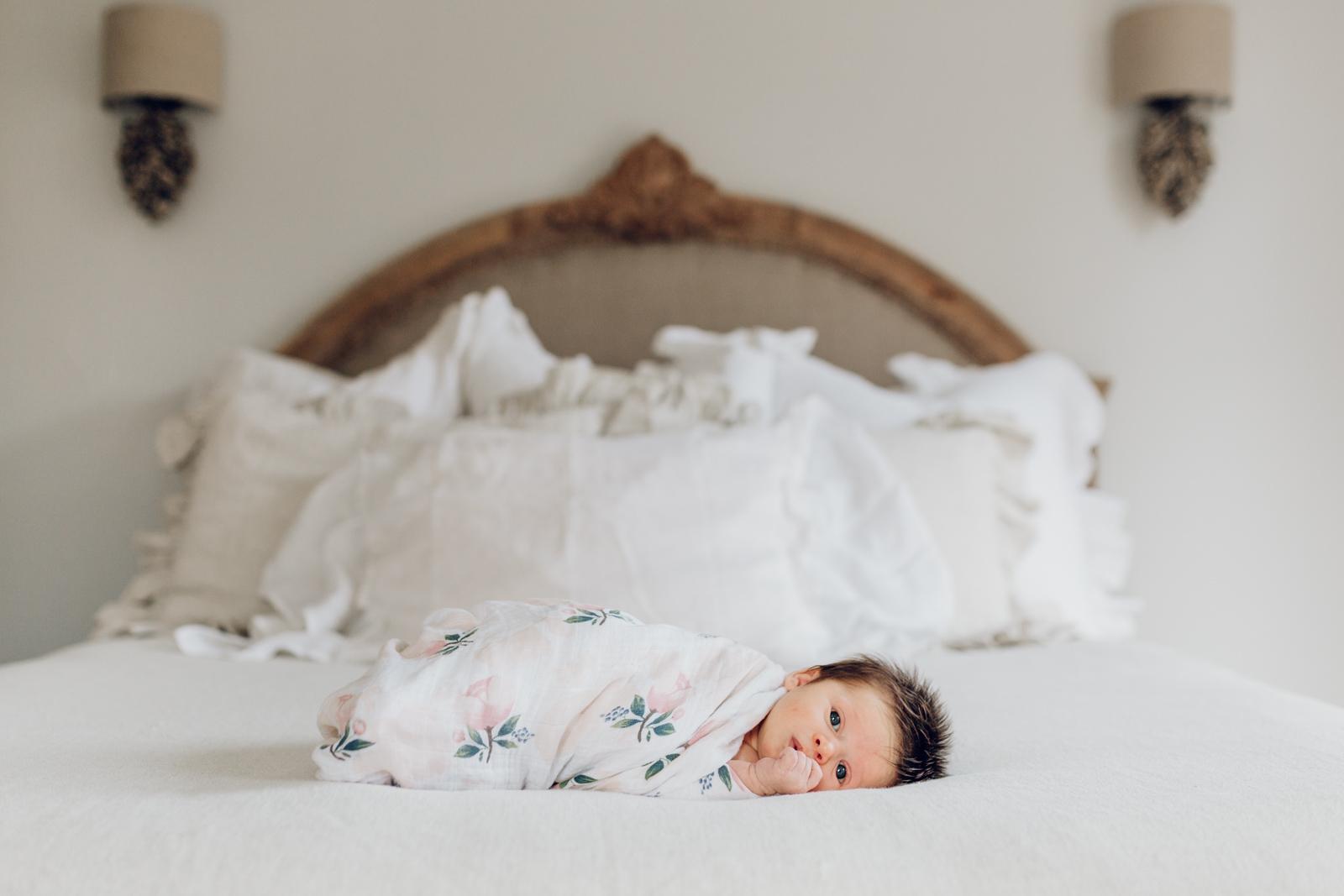 lifestyle-newborn-photography-session-laura-barr-02.jpg