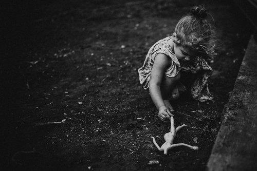 emotive-black-and-white-photography-12.jpg