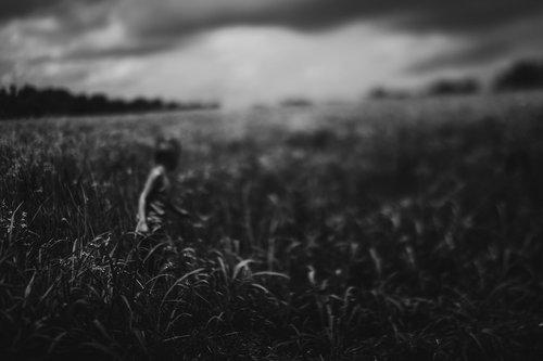 emotive-black-and-white-photography-01.jpg