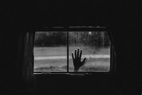 emotive-black-and-white-photography-05.jpg