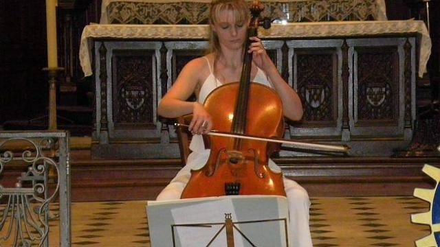 Récital Violoncelle Seul, en l'Eglise Saint-Léonard de Honfleur en mai 2014  Concert organisé par le Rotary de Honfleur  Maude Ferey, Violoncelle