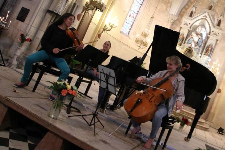 Festival Comme ça Vous Chante -Rehearsing  Amandine Dauphin, Violon  Maude Ferey, Violoncelle  Alice Rosset, Piano