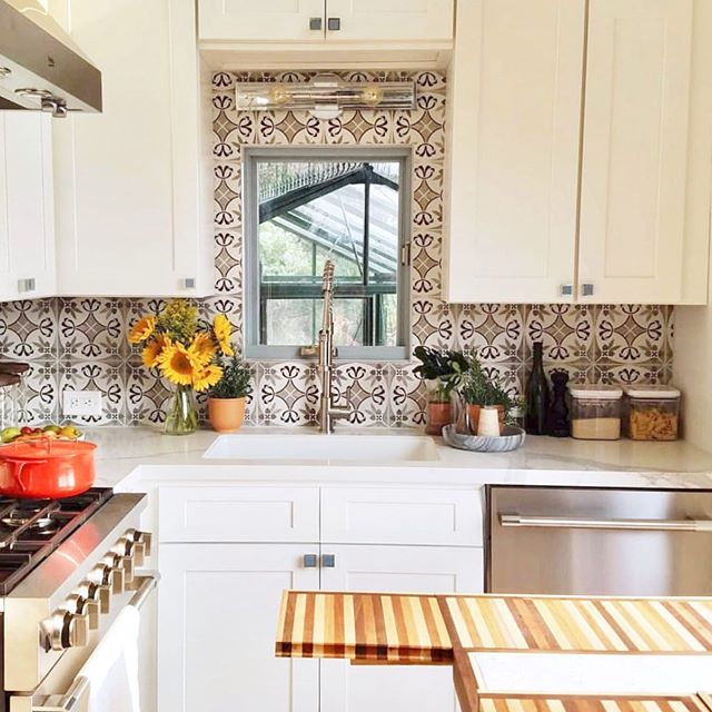When your client is a chef but wants to live in a tiny house on the side of a mountain in California overlooking a vineyard you definitely make sure the kitchen is 👌. Loved developing the theme for this house, I was inspired by the light and bright Greek villas with powder blue accents from the window frames to the cabinet pulls, and despite pushback from the tv people on not having enough color, they went with me on the white and blue and natural and it turned out prettier than they all imagined. #tinyhousenationseason5 #tinyhousenation #tinyhome #tinyhouse #tinygourmet #tinygourmetkitchen #tinyliving #california #greekvilla #tilebar #rtacabinets #lampsplus 📷 and styling by @elanafrankel