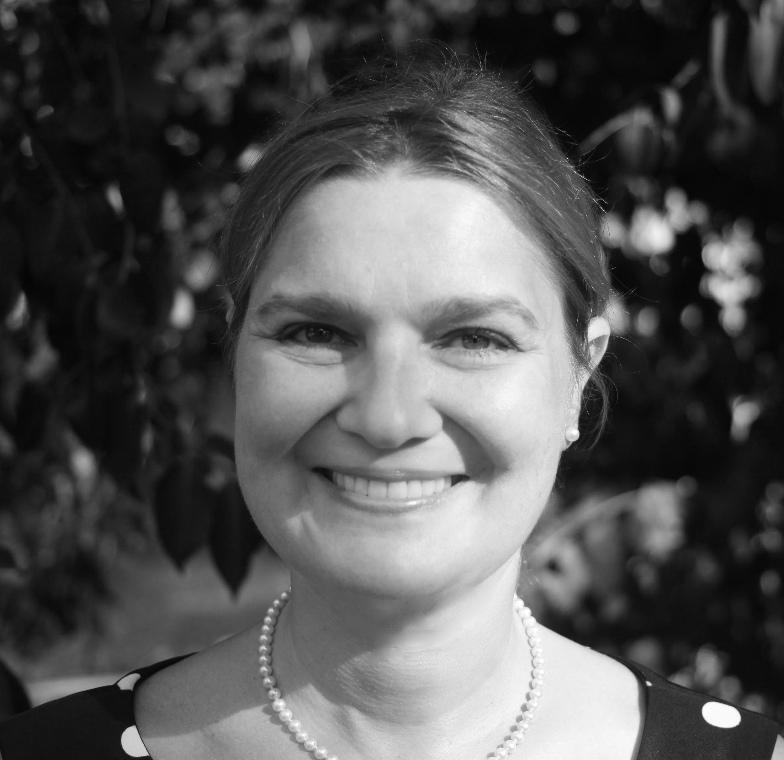 Angela K Pires, Editor