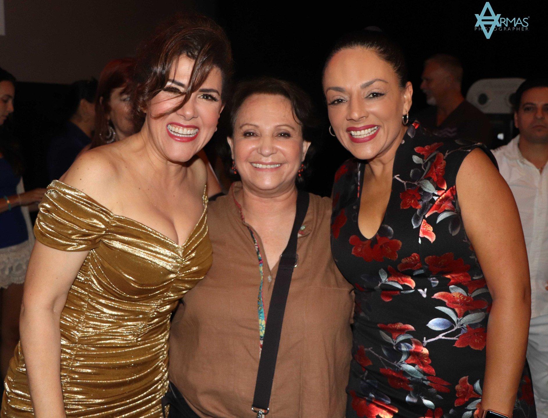 Rosalinda, Adriana y .jpg
