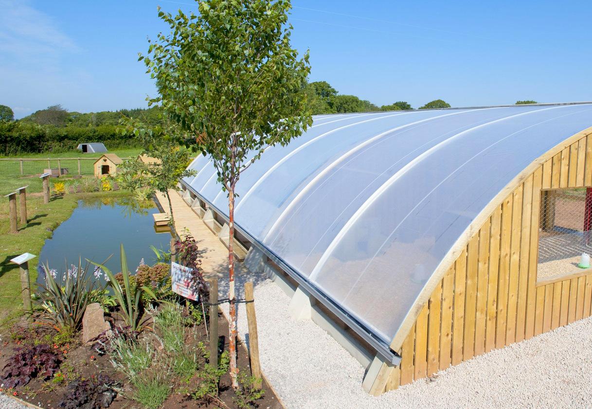 Floraflet-Wall-Planters-Aquaponics-Greenhouse-Vertical-Vegetable-Garden-3.jpg