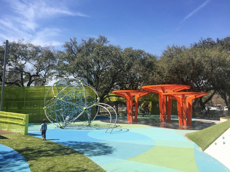 Enjoy this wonderful new park in Houston called Levy Park - by yomariana.com