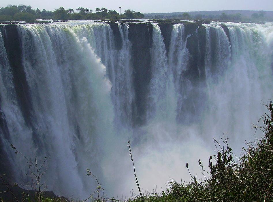 Photo by  Katxijasotzaile ,Victoria's Main Falls from Zimbabwean side.[Public domain], via Wikimedia Commons