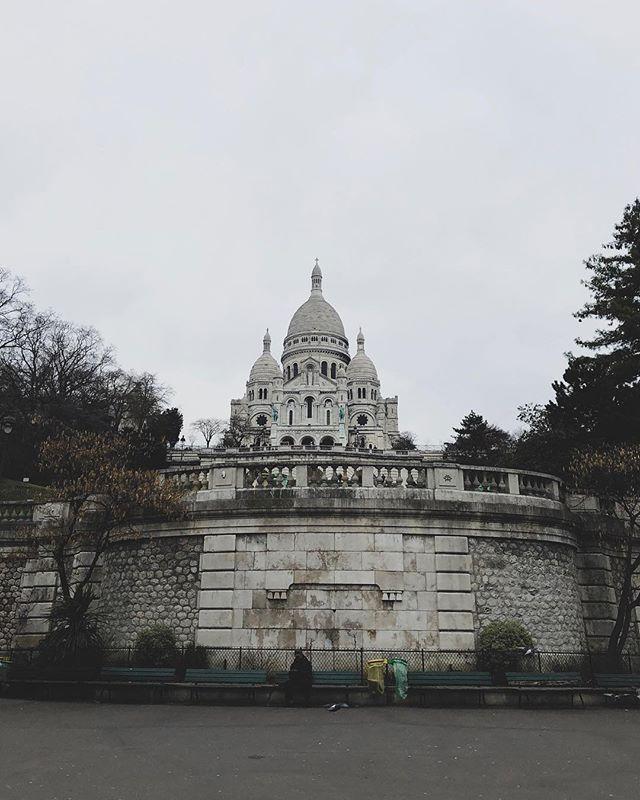 A lovely little place I'll never forget: Montmartre. 💍 • • #paris #montmartre #france #engaged #explore #adventure #exploreparis