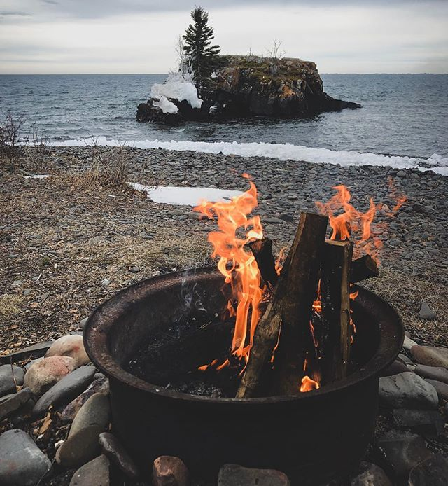 Lake Superior was in a real mood this week. #hollowrock #lakesuperior #greatlakes #minnesota #minnstagrammers #campfire #grandportage